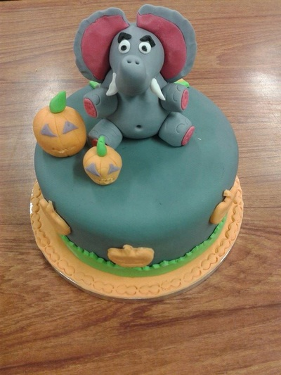 Elephant cake decoration